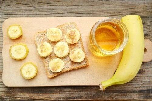 банановий хліб з медом і корицею
