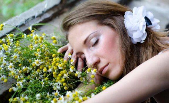 8 ароматичних олій, які допоможуть вам краще спати
