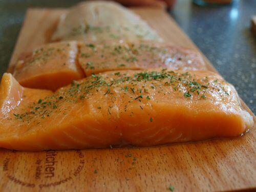 запечений кисло-солодкий лосось