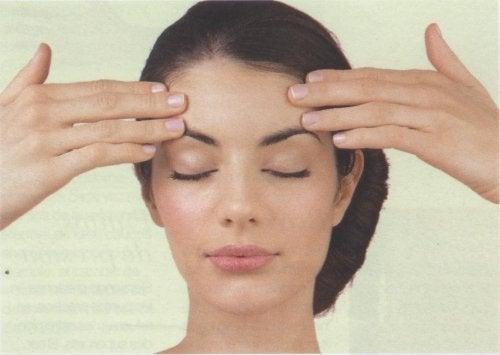 масаж допомагає позбутися головного болю