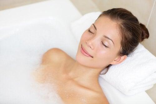 ванна допомагає позбутися головного болю