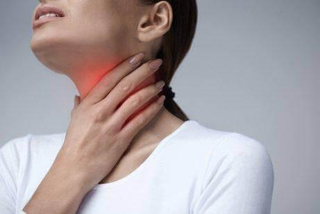 причини подразнення горла