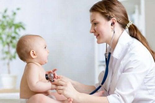 чому буває жовтяниця у немовлят