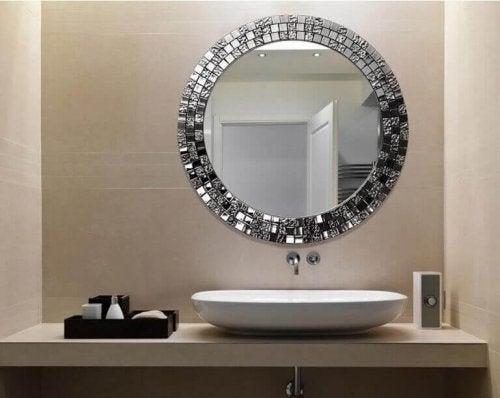 дзеркала для прикрашання ванної