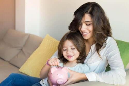 Як навчити дітей заощаджувати гроші