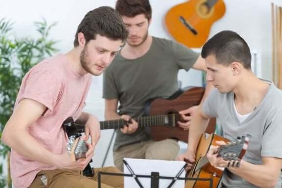 заохочувати здорові хобі підлітка