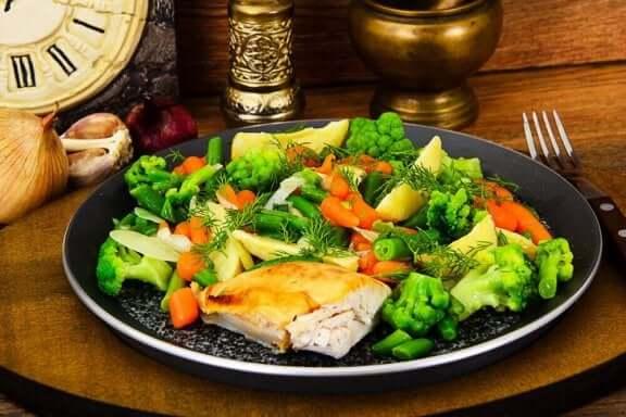 страви з курятини та овочів на пару