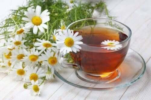 натуральний ромашковий чай від важкості у шлунку