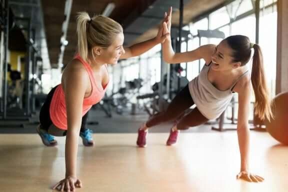 динамічна розтяжка для покращення продуктивності у спортзалі