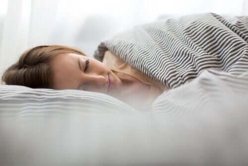 сильний головний біль та його вплив на сон