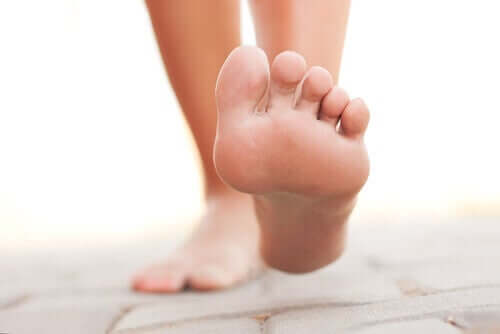 догляд за ступнями та взуттям