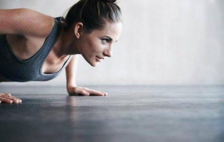 які вправи можуть підтягнути шкіру