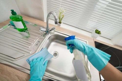 Шість способів очищення раковин у вашому домі