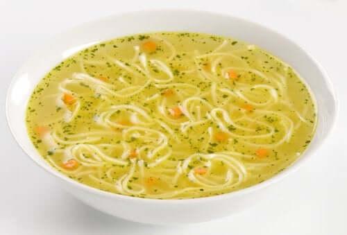 традиційний суп з локшиною