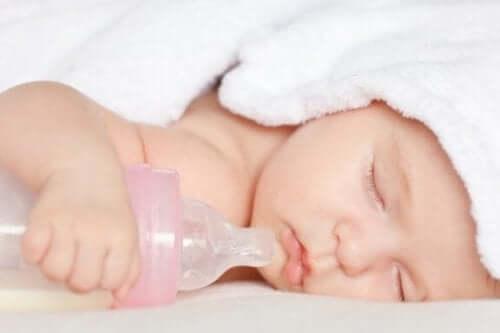 Чи можуть пляшечки та соски зашкодити дитині?