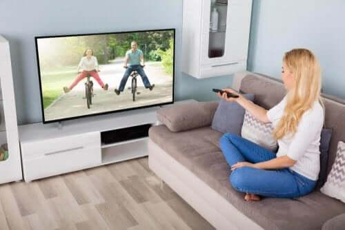 як правильно почистити телевізор