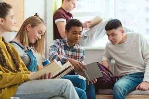 позакласні заходи в середньому шкільному віці