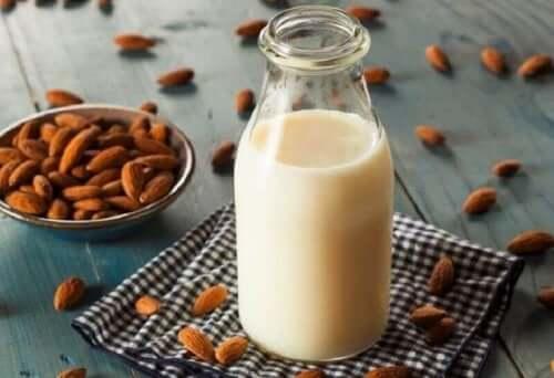 як приготувати мигдальне молоко вдома