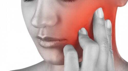 причини появи болю у щелепі
