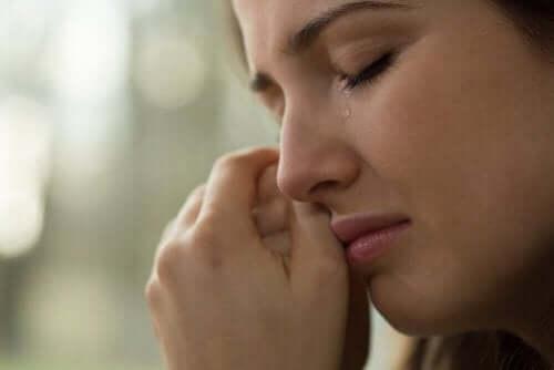 Чому не можна стримувати сльози?