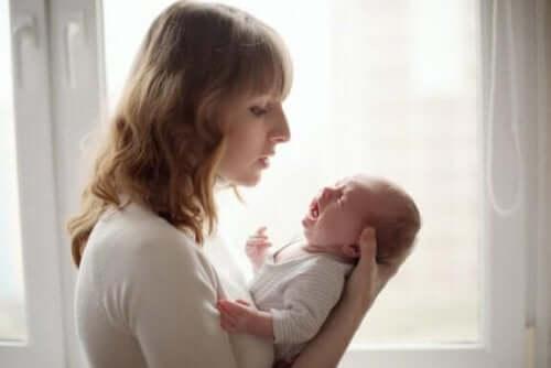 Як заспокоїти дитину, яка постійно плаче?