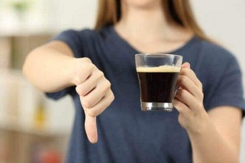 Як припинити пити забагато кави: 5 найкращих порад