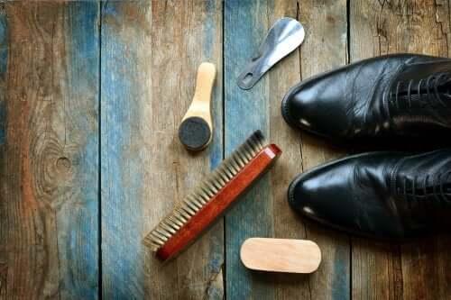 Чищення шкіряного взуття: 5 корисних порад