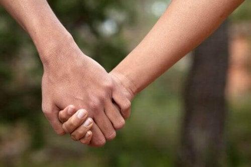 Тривалі стосунки: 8 характерних ознак
