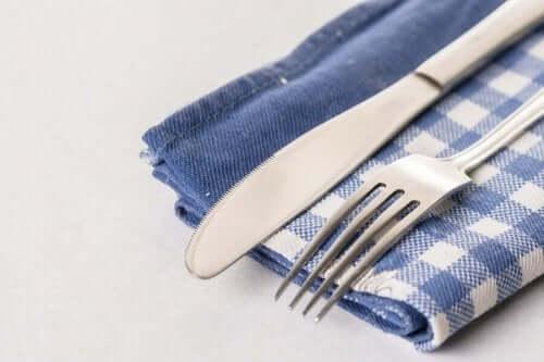 як зробити тримач для столового приладдя