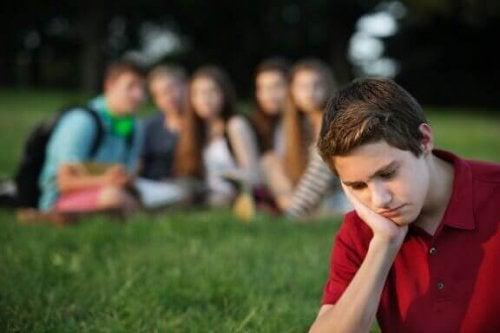 Тиск однолітків: як допомогти дітям його подолати
