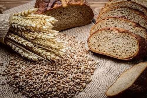 Як приготувати домашній житній хліб зі спельтою