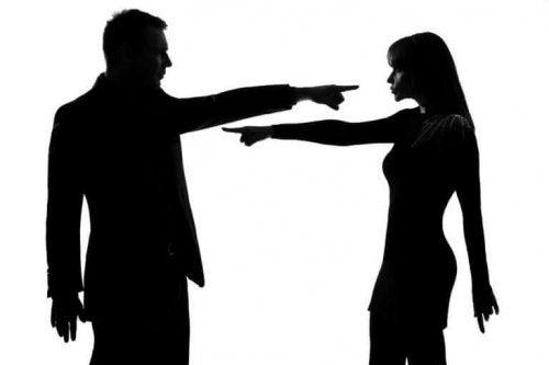ознаки емоційно-деструктивних стосунків