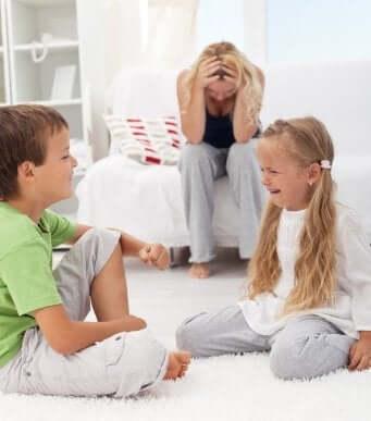 Сварки між братами та сестрами: що робити?