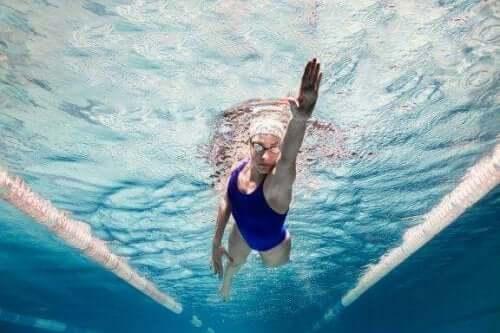 Дивовижні психологічні переваги плавання