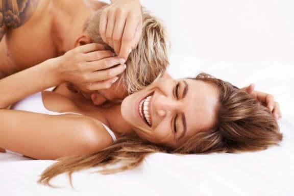 щасливі пари займаються сексом