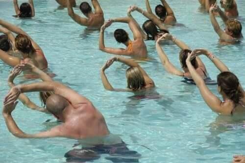 фізичні вправи у воді