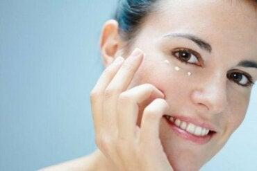 Шість способів подбати про шкіру навколо очей
