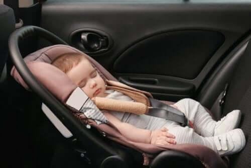 дитяче сидіння для подорожей на великі відстані