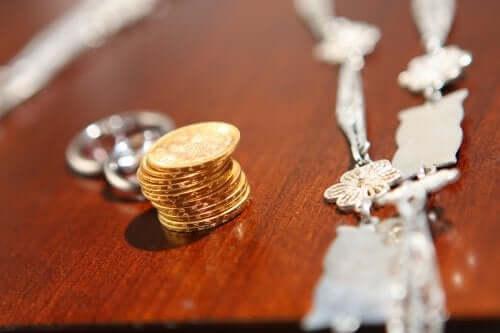 Що таке шлюбні монети