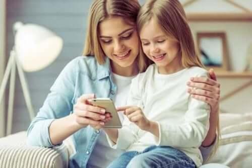 Сім переваг та недоліків використання смартфонів дітьми