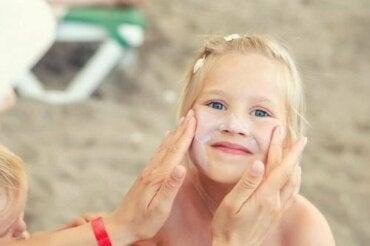 Догляд за дитячою шкірою влітку