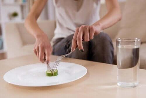 симптоми психічного захворювання: зміна харчових звичок