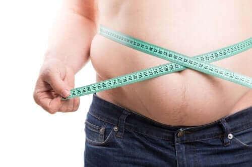 багато людей хочуть позбутися черевного жиру