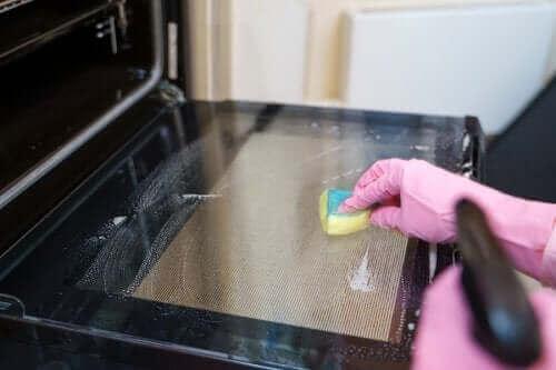 5 порад для очищення духовки від жиру