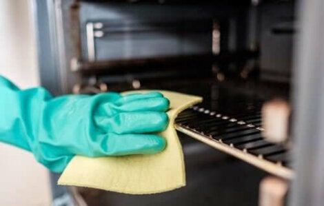 очищення від жиру газової плити
