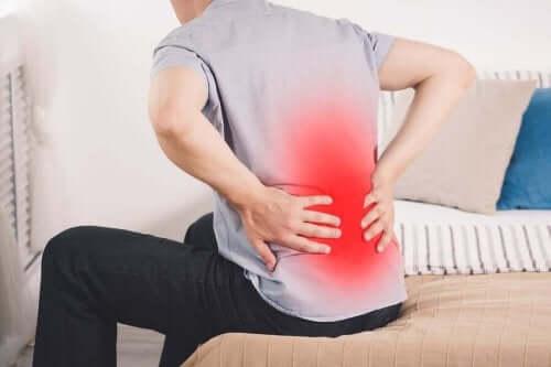 поширені причини болю в нирках