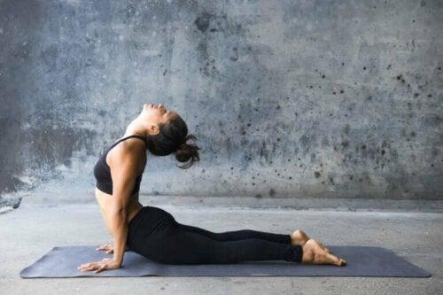 корисні пози йоги для преса