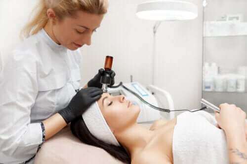 Які переваги має радіочастотне підтягування шкіри обличчя?