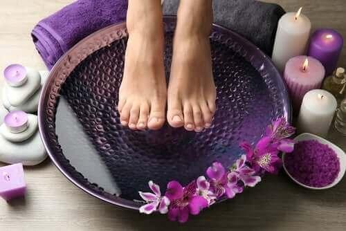 гаряча і холодна вода від печіння ніг
