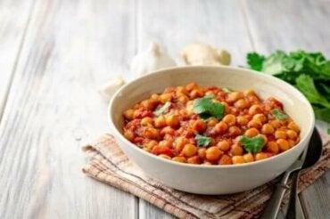 Як приготувати смачний нут під соусом карі